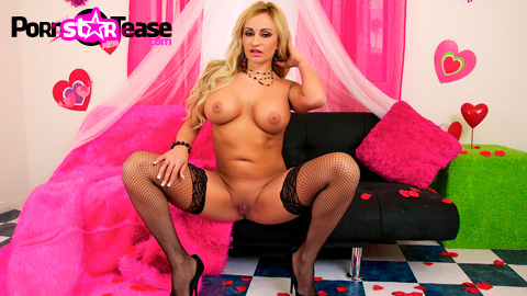 Simply Valentine Vids - Claudia Valentine loves to turn it on for the camera on Valentine's Day